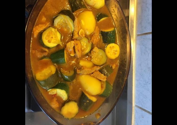 Émincé de porc aux courgettes pommes de terre rattes et curcuma