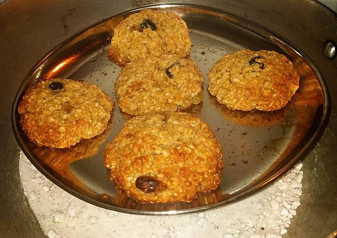 Recipe: Perfect Honey, raisins, oatmeal cookies in Kadhai/without oven baking
