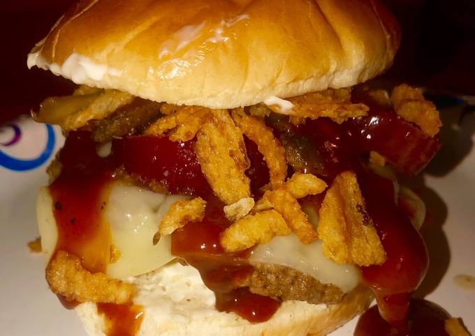 All jacked up shroom n' Swiss burger 🍔 🍄 🧀