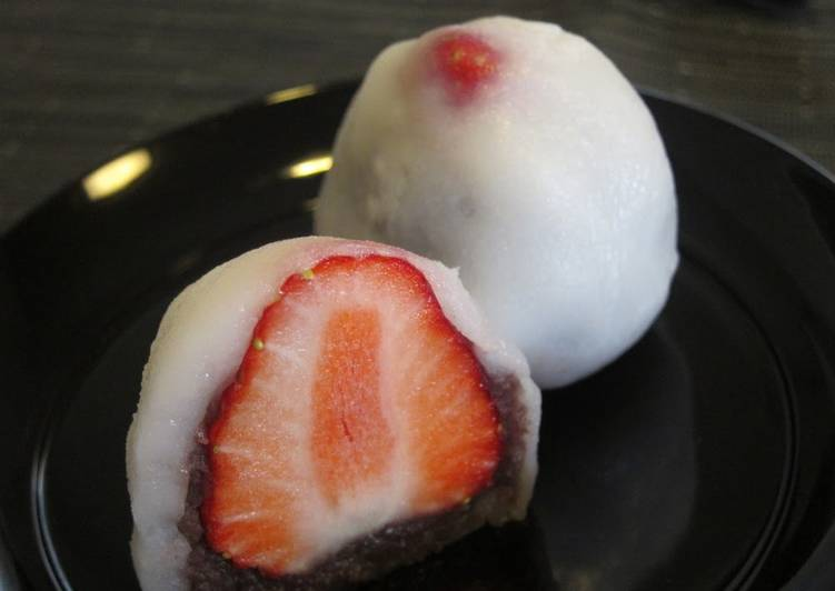 Microwaved Strawberry Daifuku (with Joshinko)