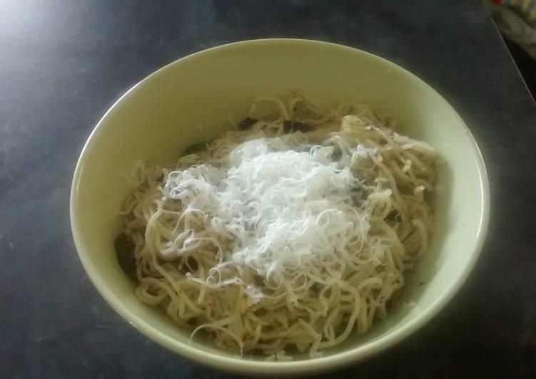 Clean cougette pesto noodles