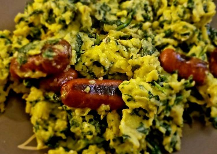 Recipe: Tasty Scrambled Eggs with Spinach and Grilled Sausage