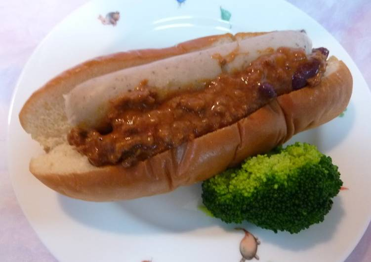 Quick and Easy Chili Con Carne Dogs