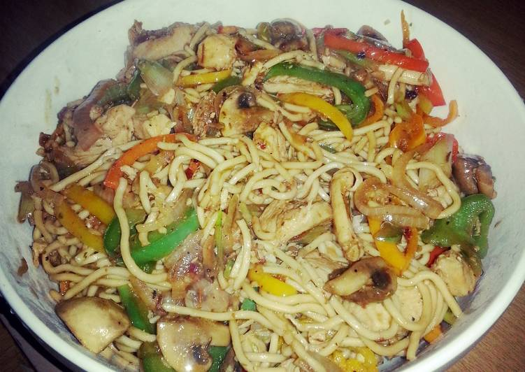 Nessa's Chicken Noodle Stir Fry
