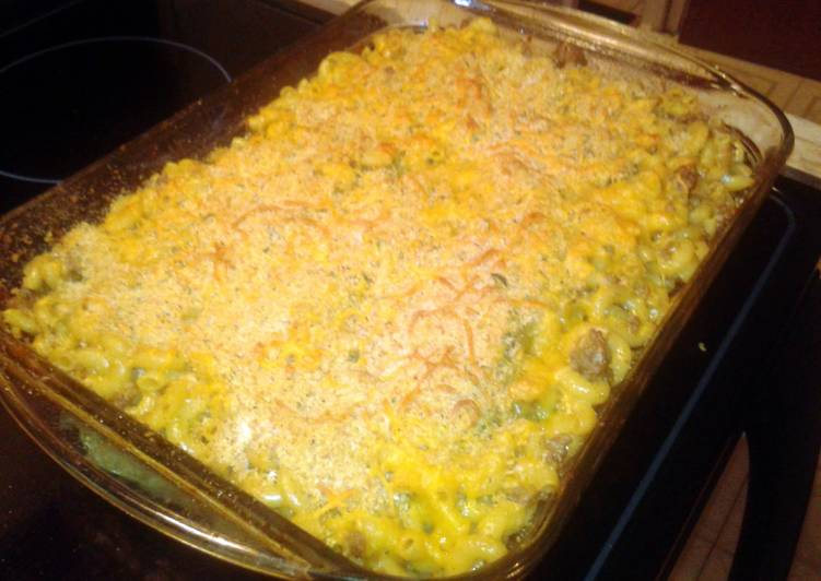 Homemade Baked Cheeseburger Mac and Cheese