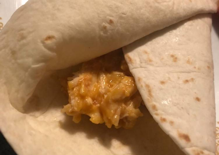 How to Prepare Delicious Cheesy Chicken Burritos
