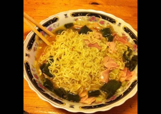 Nouilles chinoises aux champignons noirs émincé de porc et courgettes