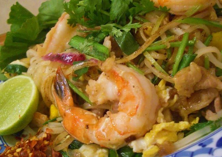 Going Green for Greater Health By Eating Superfoods Pad Thai: Thai-style Stir fried Noodles
