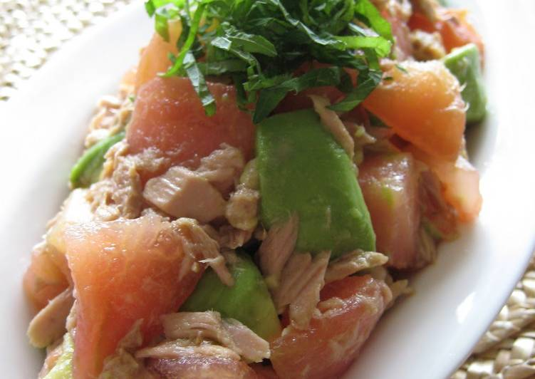 Japanese-style Tomato, Avocado, and Canned Tuna Salad