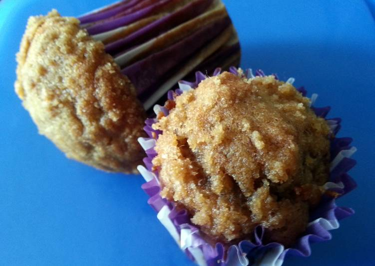 Cafe-style moist Banana muffins with Streusel topping