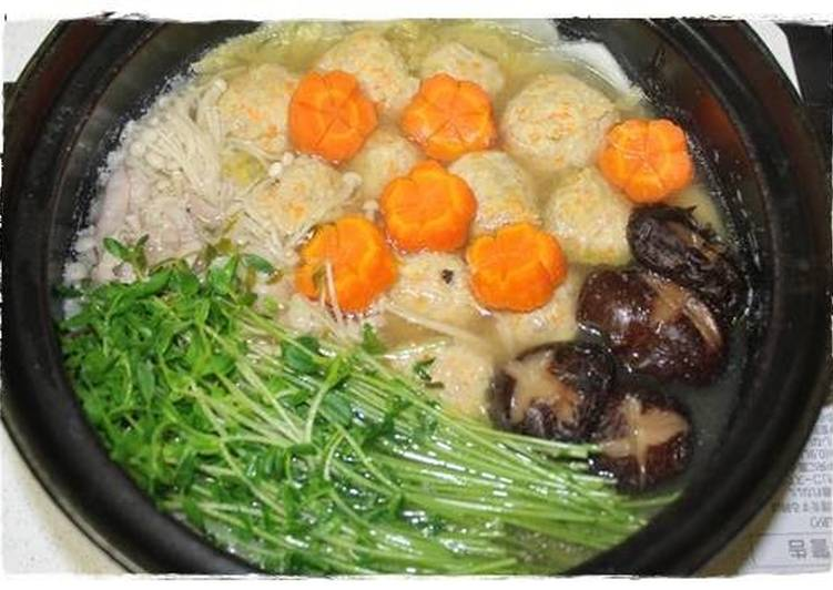 Step-by-Step Guide to Make Favorite Hot Pot with Delicious Chicken Meatballs