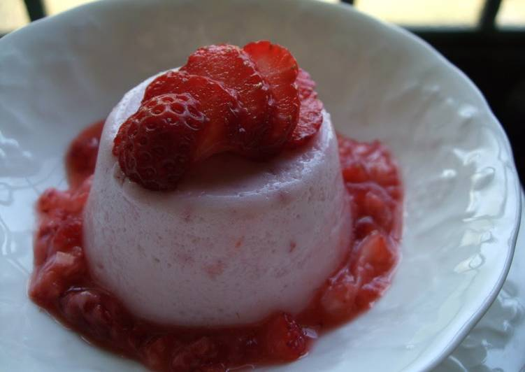 Low-Calorie Fresh Strawberry Mousse