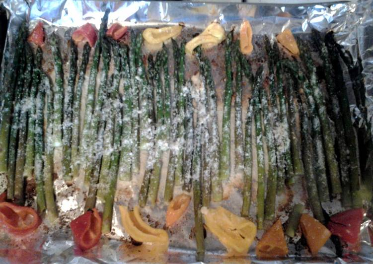 Baked asparagus with peppers