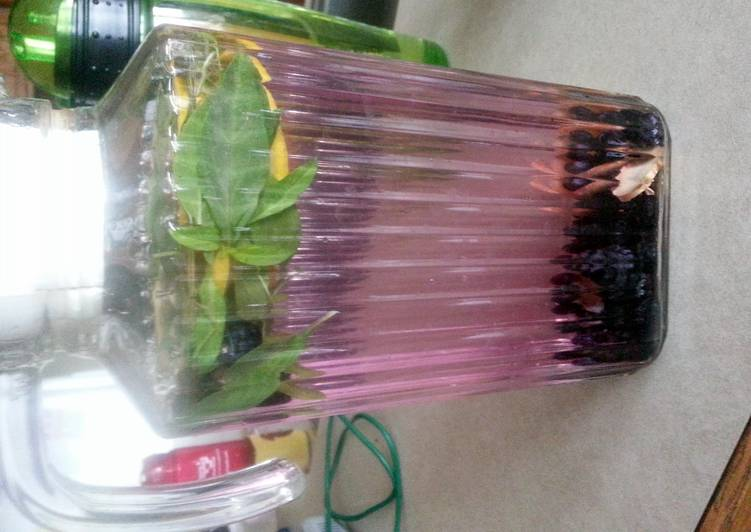 Blueberry & basil Infused water