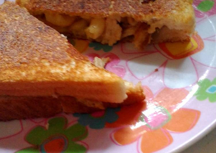 How to Make Tasty Grilled Mac n' Cheese w/ Chicken (leftover Easter dinner  solution)