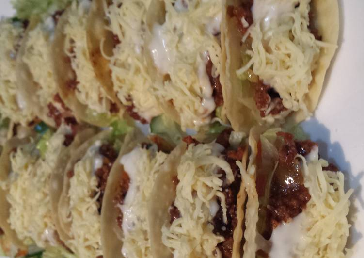 Mini tacos in sweet and spicy sauce