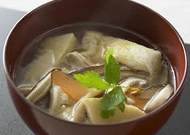 Chinese-Style Ozouni (Mochi Cake Soup) Flavored With Pure Sesame Oil