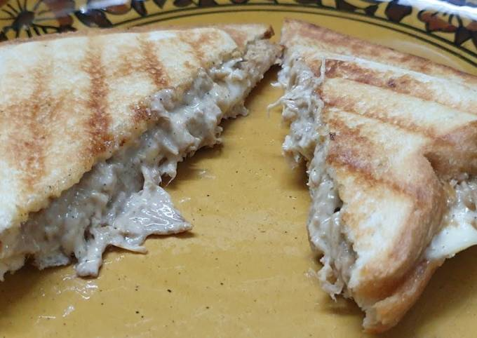 Recipe of Super Quick Chicken and cheese grilled sandwich