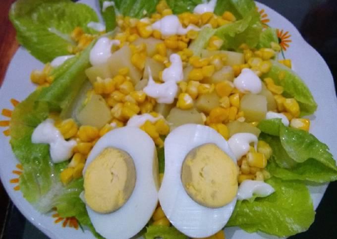 Salad kentang jagung letuce dan telor rebus(makan malam)
