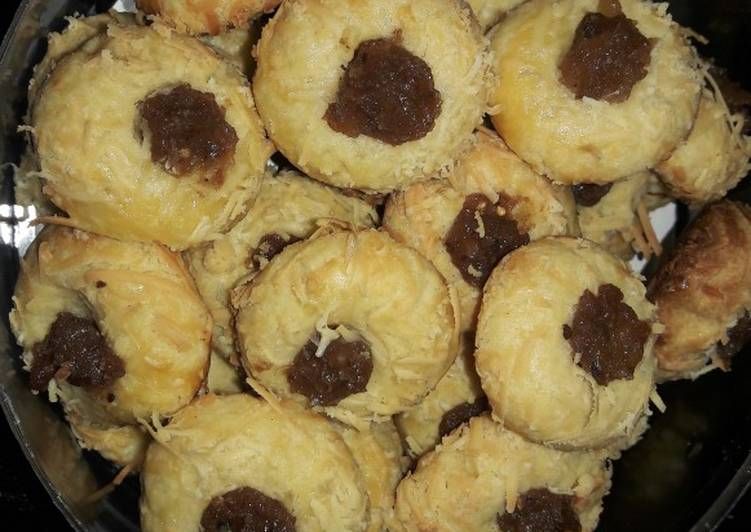 Tumbprint cookies with dates jam