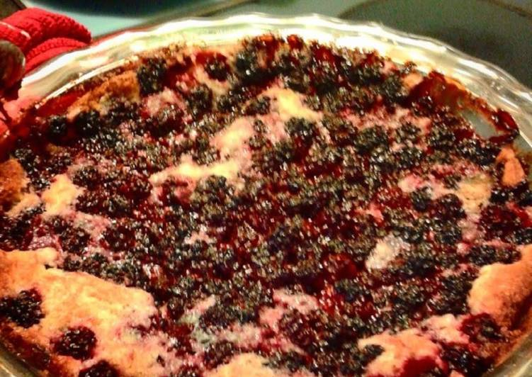 Mom's Blackberry Cobbler