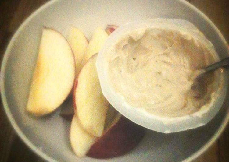 Apples with coffee & yoghurt dip.