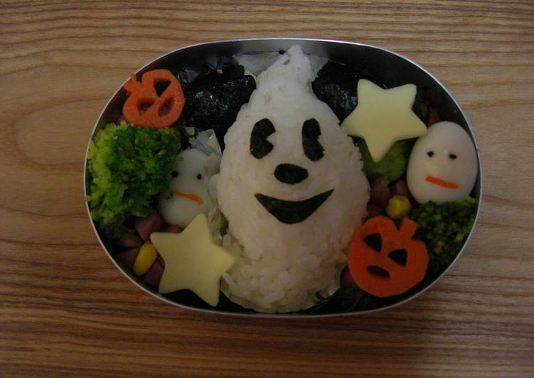 Eat These 7 Superfoods to Go Green for Optimal Health, Character Bento Halloween Mickey Mouse Rice Ball