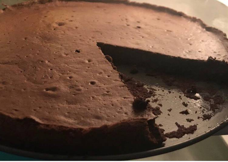 Flour-less chocolate cake