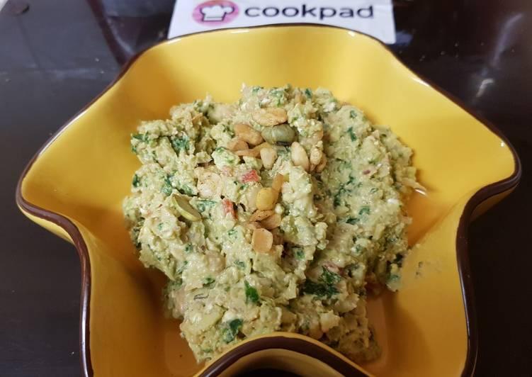 Recipe of Ultimate My Garlic Chic pea & Avacado dip. 🙄