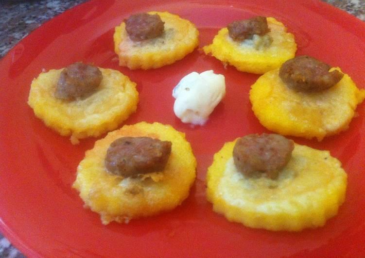 Crostoni di polenta con salsiccia e gorgonzola