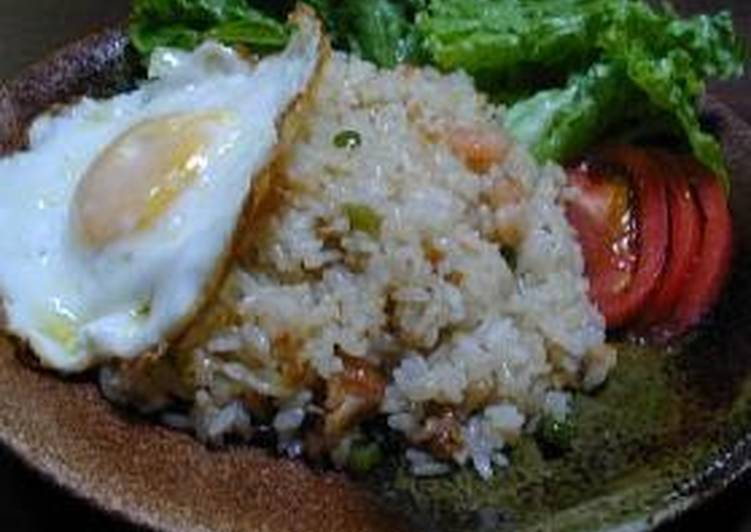 Indonesian Fried Rice with Chicken and Shrimp (Nasi Goreng)