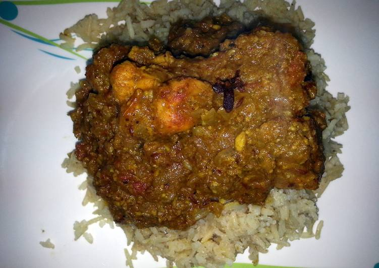 Homemade curd chicken curry