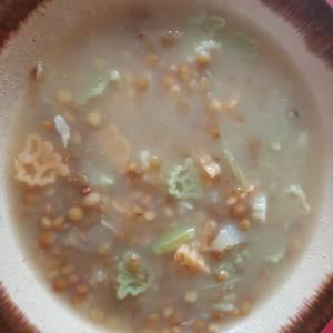 Sopa de lentejas y pasta