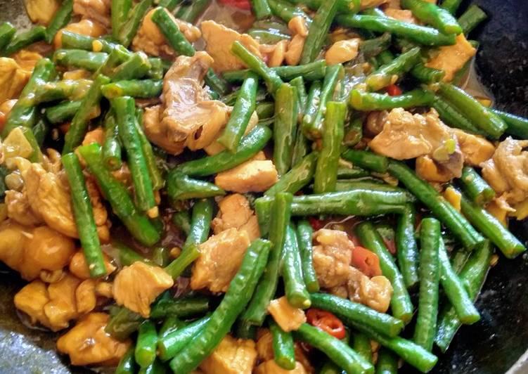 Cara mudah membuat Tumis daging ayam dan kacang panjang untuk diet rendah kalori