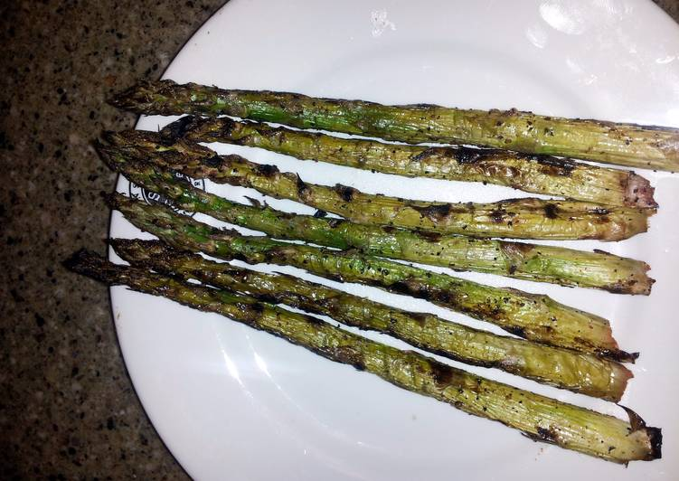Steps to Make Super Quick Homemade grilled asparagus
