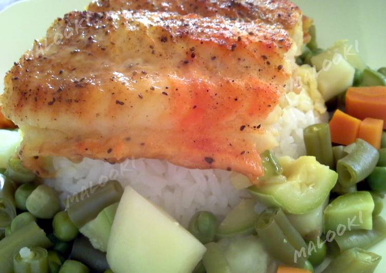 Broiled white fish over rice and vegetables