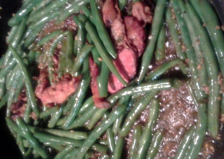 green beans fried with bacon and garlic