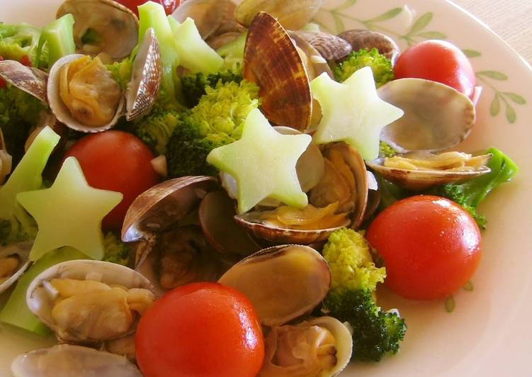 How to Cook Delicious Manila Clams and Broccoli with Garlic Steamed in Sake