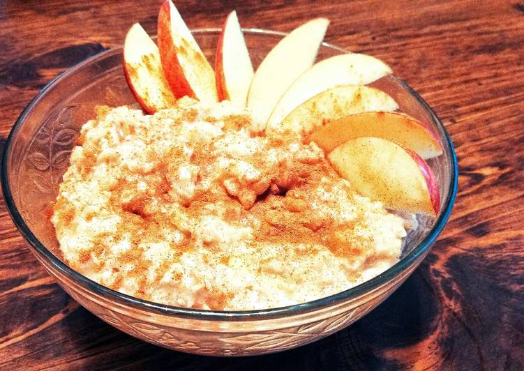 Quick apple cinnamon oatmeal