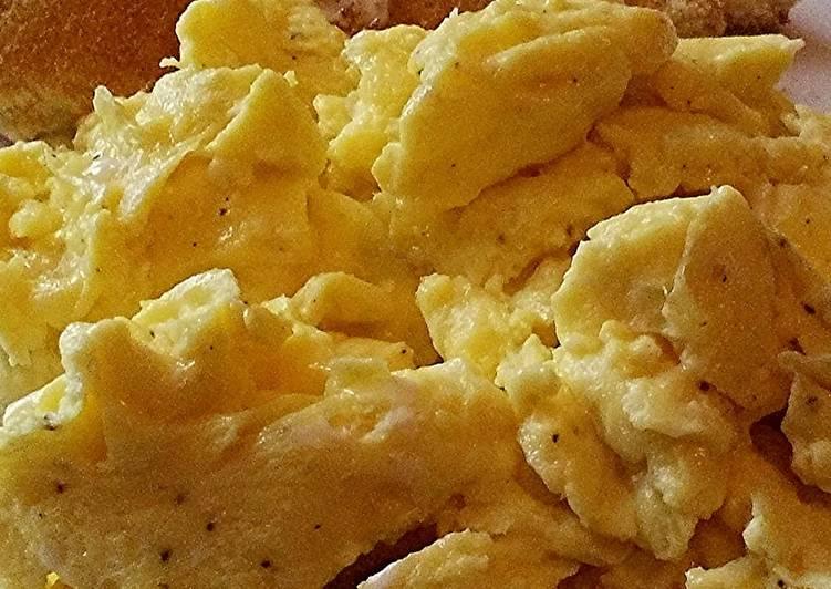 The Fluffiest Creamiest Scrambled Eggs