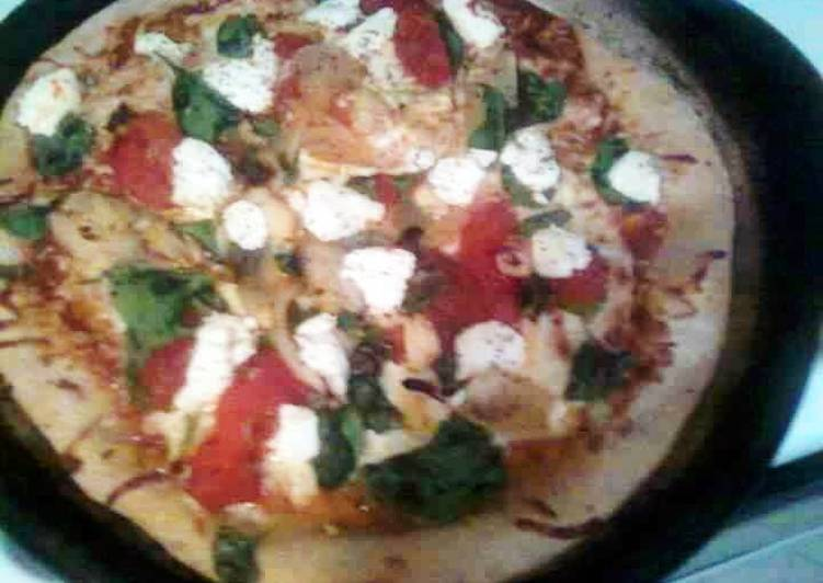 Spinach & roasted pepper Pizza