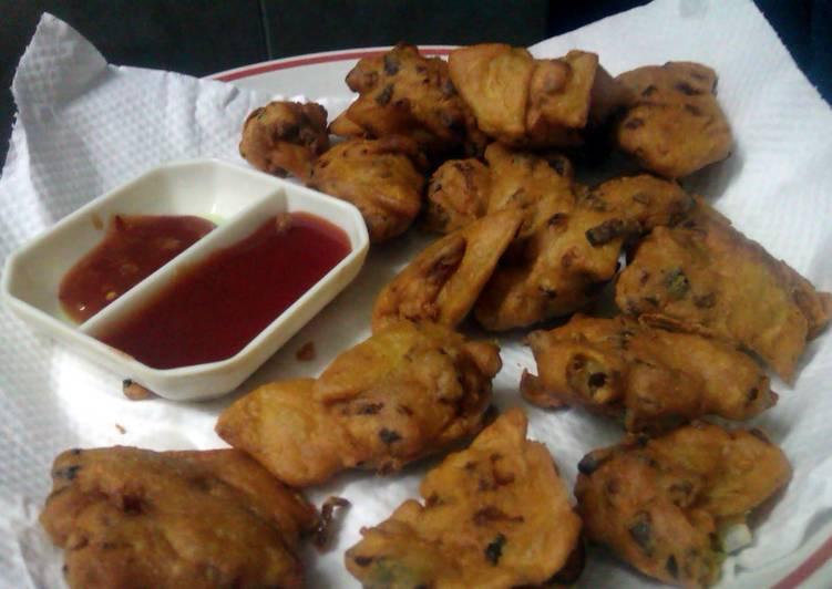Recipe of Quick Potato & Onion fritters (Pakoray)