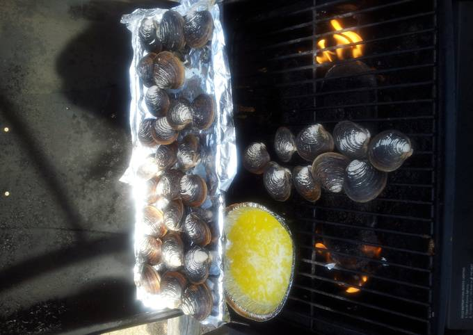 Grilled Clams with white wine, butter & garlic