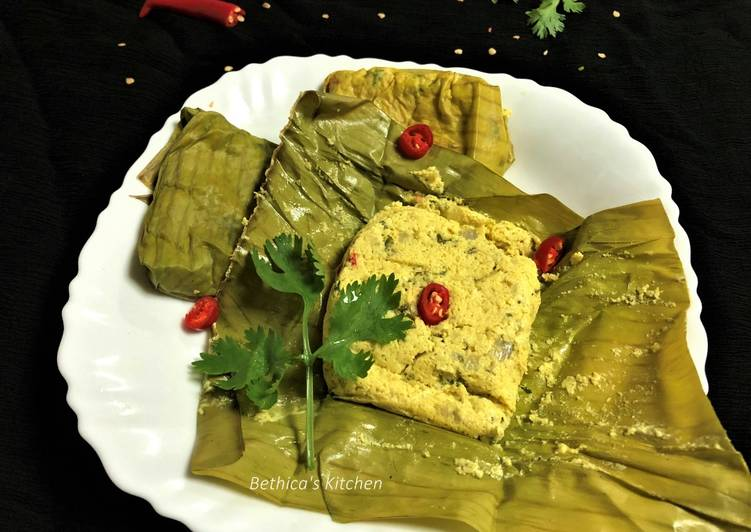Recipe of Quick Bhapa Posto Paturi (Steamed Poppy Seeds Paste in Banana Leaf)