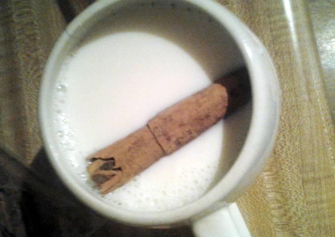 Warm milk with cinnamon stick (leche con canela)