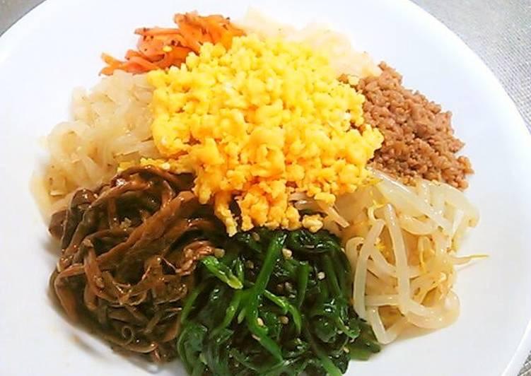 8 Namul Bibimbap with Lots of Vegetables