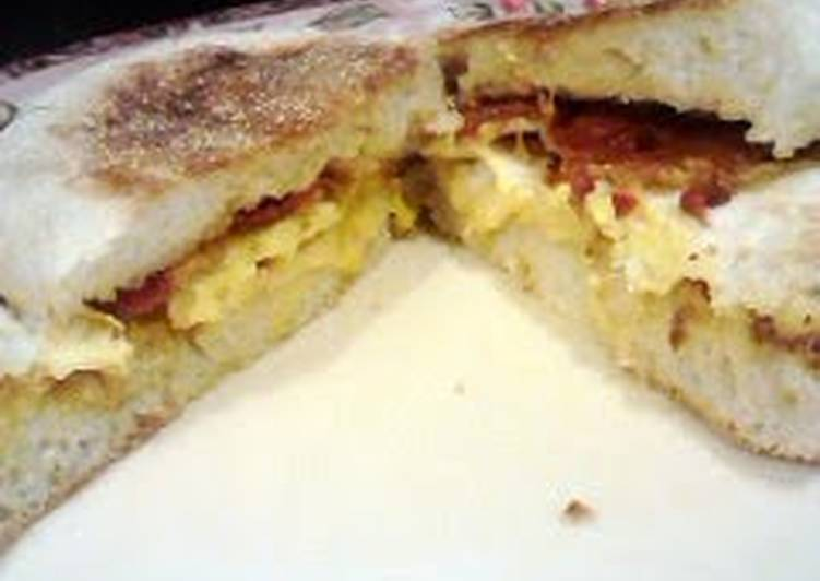 Easiest Way to Prepare Super Quick Homemade cheesy egg proscutti breakfast sandwhich