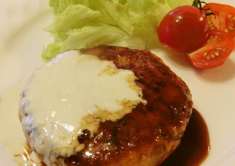 Salmon Burgers with Teriyaki-Mayonnaise Sauce