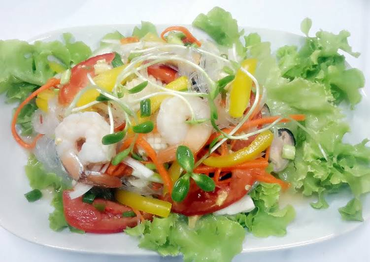 Seafood and Sunflower Sprouts Salad