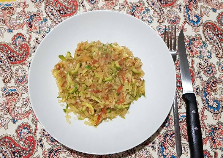 Shirataki rice with zucchini sauce